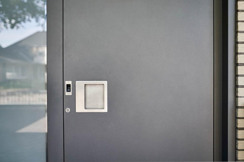 kleinegreber-fingerprint-haustuer-mit-griffschale-2