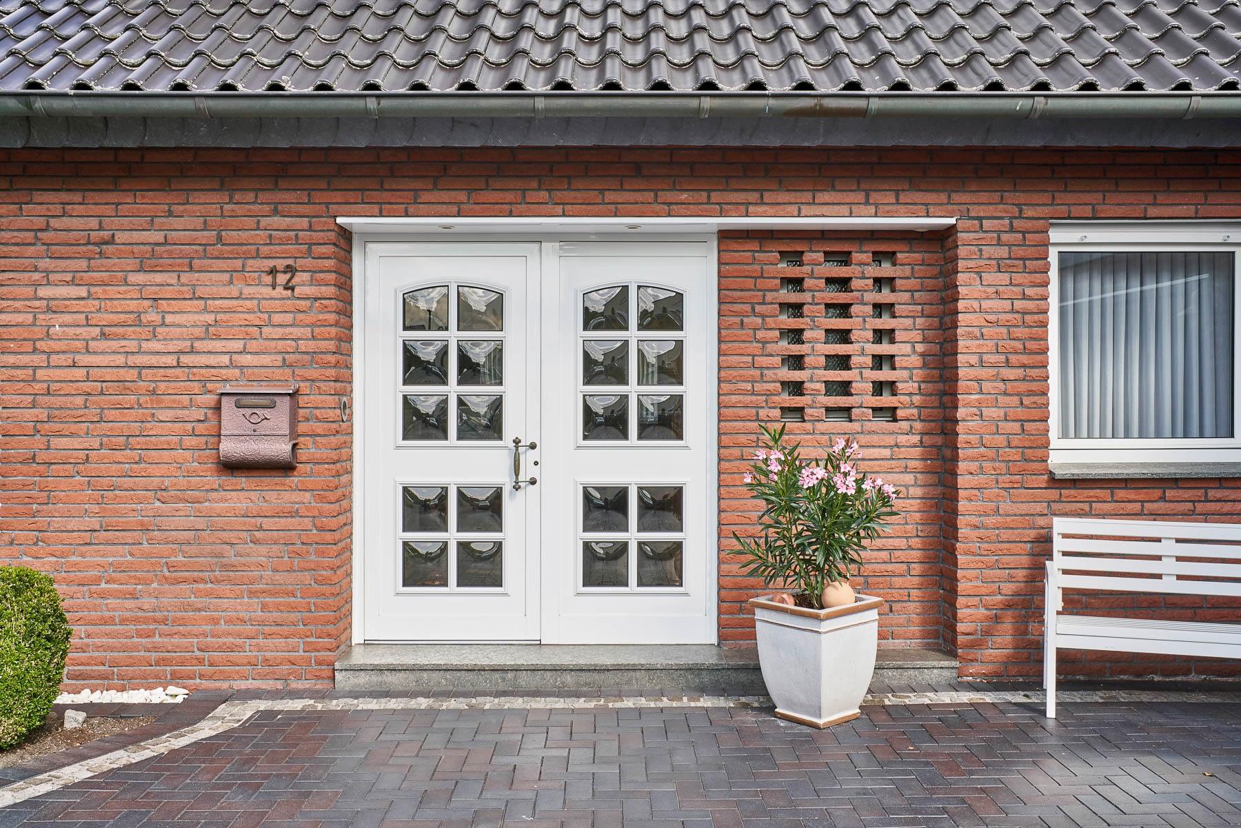 kleinegreber-landhaus-haustuer-mit seitenteil-2